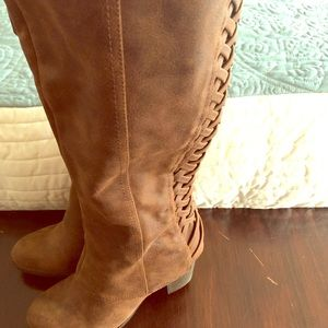 Brown boots -Fergalicious!